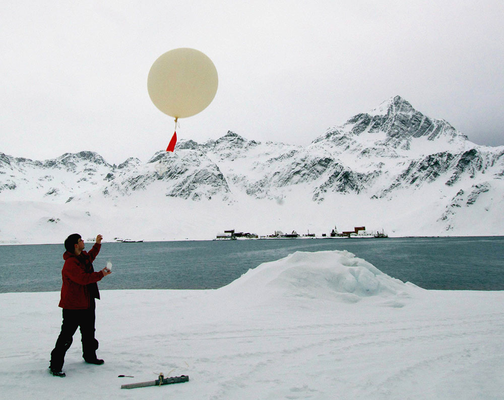 Dr Corwin Wright launches a research balloon from the KEP jetty.