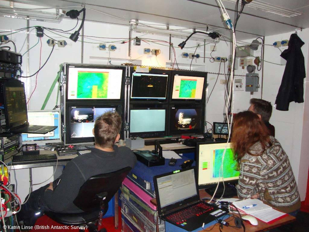 The SQUID ROV's control room on board the RV Meteor