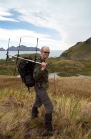 Alastair Wilson with the HF aerial to locate the tagged seals at Maiviken. Photo Sam Crimmin.